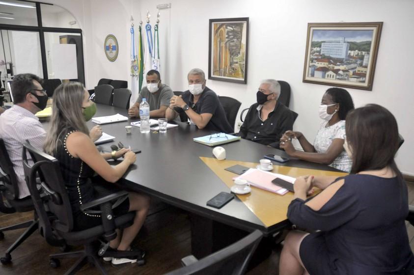 Prefeitura de Barra Mansa apresenta plano de retorno das aulas à Comissão de Educação do Legislativo