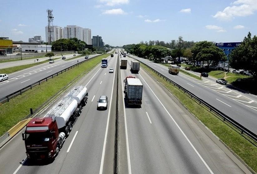 CCR NovaDutra recupera pavimento na região de Resende (RJ)